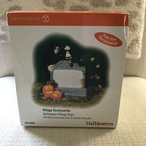 NWT Dept 56 Halloween Village sign